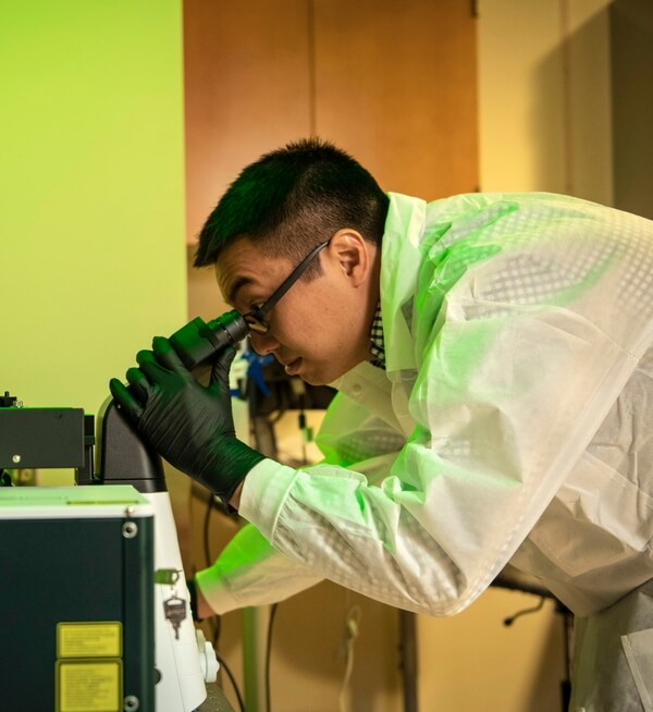 Yongxin-Zhao-PhD-Looking-Through-Microscope